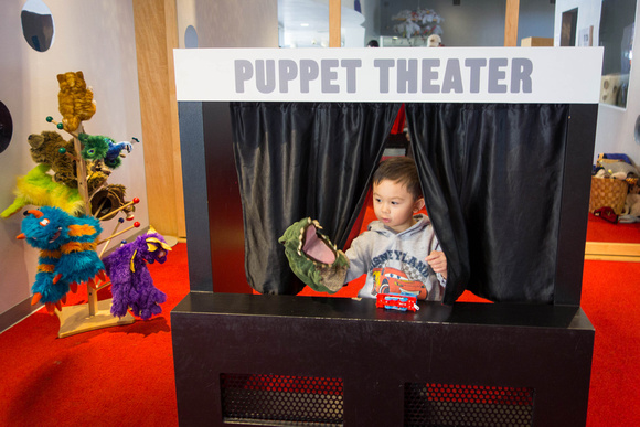 Avery puts on a puppet show (naturally involving Thomas!)
